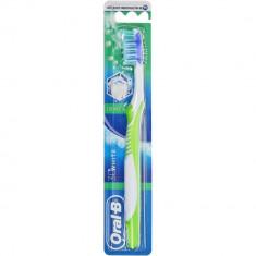 Oral-B Зубная щетка 3D White Advantage 40 средней жесткости